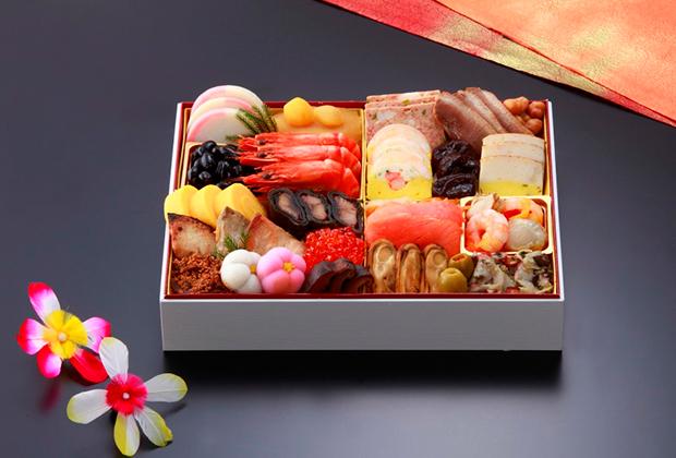定番のおせち料理だけでなく、シェフの繊細な技で創作した洋食も楽しめるおせちが人気。