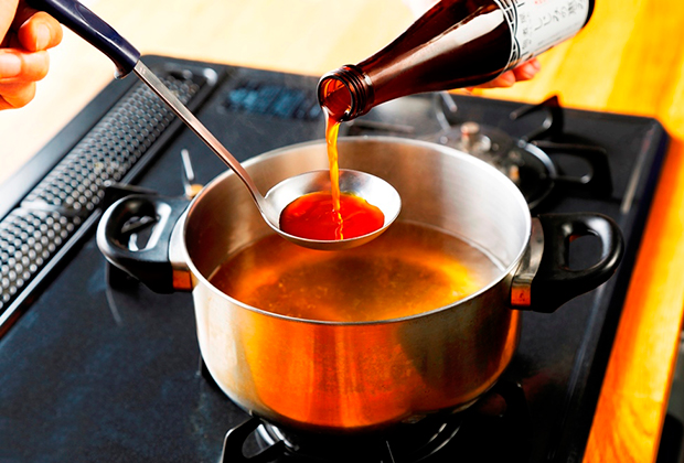 お湯で約15倍に薄めるだけ。しじみの旨みがギュッと濃縮されていて、煮物などのお料理の隠し味としても重宝。ヘルシーなメニューを手軽に作れる。