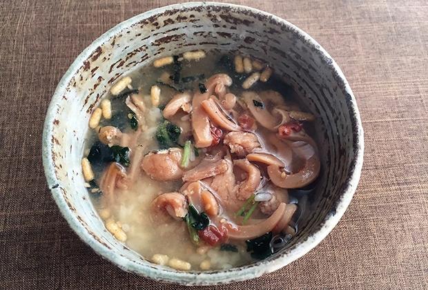 島茶漬け 少しお刺身の漬丼を楽しんでから、あつあつのお湯をかけます