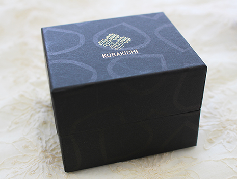 この箱、指輪か腕時計にしかみえないでしょ?