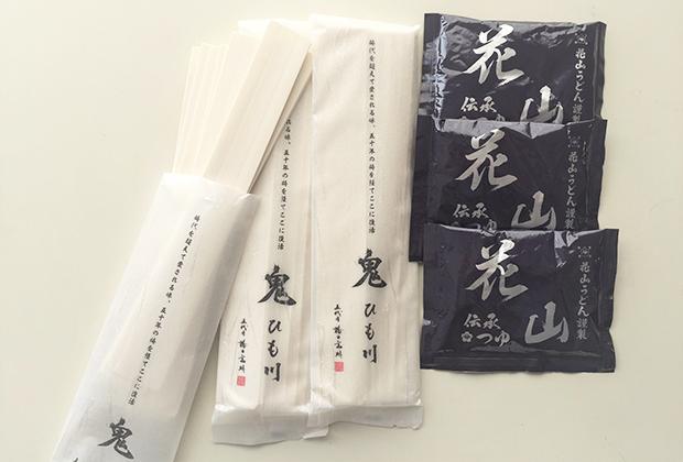 ひもかわうどんの特徴は、幅広の平麺。その幅が半端なく太い!