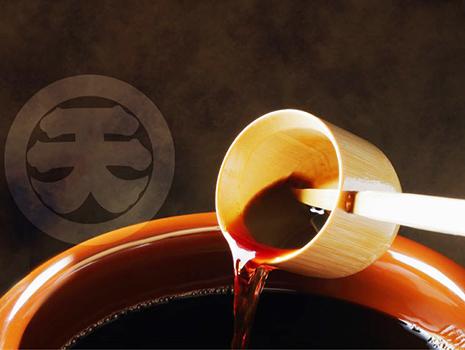 「醤餅」は、お餅を混ぜるときに使う水の代わりに醤油を使うことで、懐かしさのある奥深い味わいに。