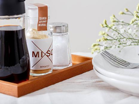 食卓に常備し、ひと味足したいとき、塩や醤油と同様にさっとふりかけて使うことができる