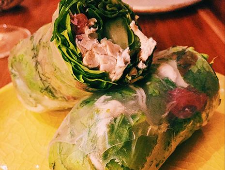 ササミとキクラゲの揚げ春巻きや、野菜たっぷりの生春巻きも美味。