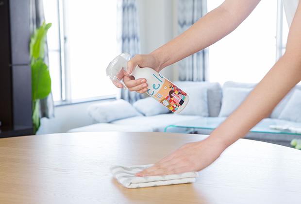 香料の匂いや、噴霧後のベタつきがなく、薄めずにそのまま使える手軽さも人気です。