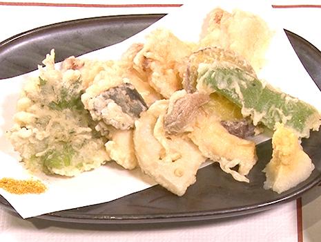 過去に断片的にナマズを食した経験はあるが、刺身、天ぷら、煮物、蒲焼、唐揚、酢の物、お寿司と、あらゆる和食の技術が駆使されたコース仕立ては初めて。