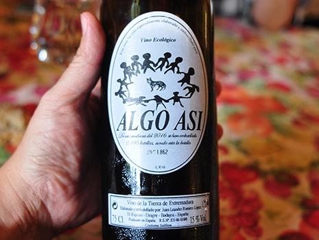このレストランだけのためにボトリングされたオーガニック・ロゼ・ワイン