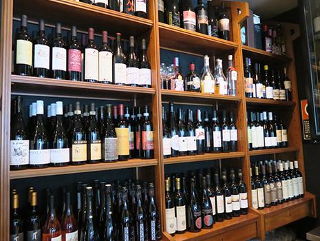 ワインのリストは5,6ページあり毎月更新されます。
