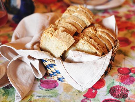 有機素材のみを調合して焼いた自家製パン