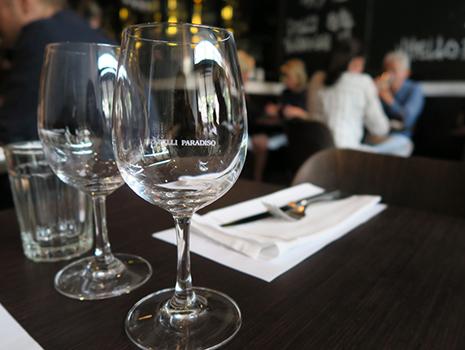 ワイングラスに店名が入っているのも素敵ですね。