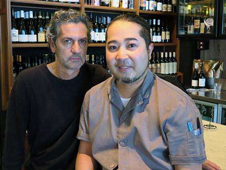 キッチンの責任者、浦田さんとオーナーのエンリコさん