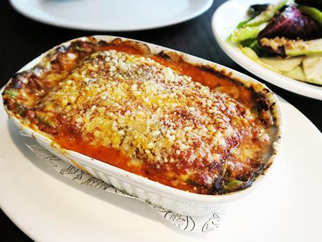 ビーフとヴィール(仔牛)の挽肉をじっくり煮込んだボロネーゼ・ソースとチーズがとろとろの「ラザニエッタ」