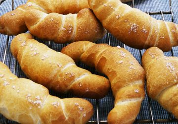 粒が大きくてキラキラと輝く塩の結晶。パンやお菓子作りのトッピングにピッタリな「フルール・ド・セル」!