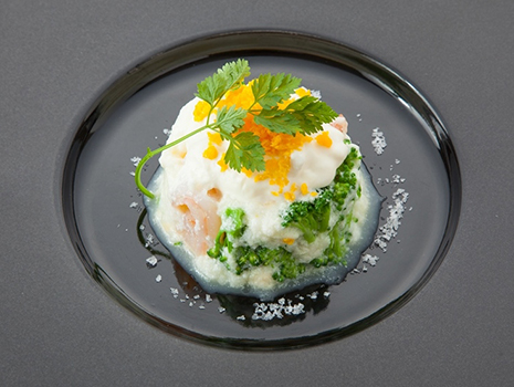 卵白スフレ。存在感のある〝魅せる塩〟で料理の装飾にも