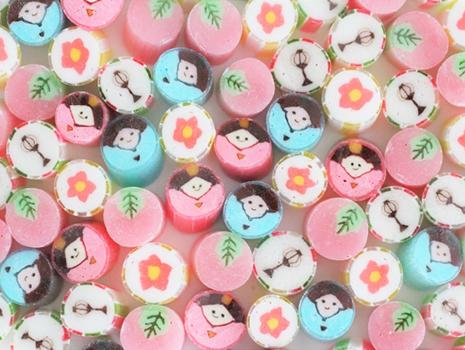 お内裏様・お雛様・桃の花にプラスして、さくら餅・ぼんぼりを新柄として迎えました。