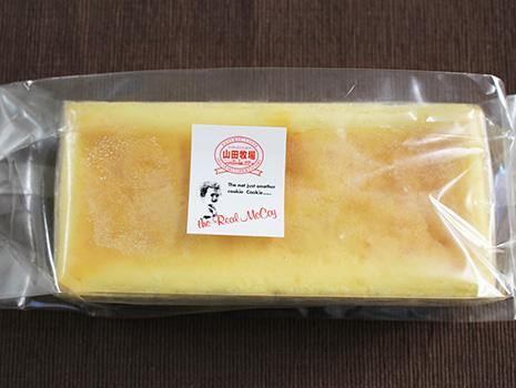なんともおいしそうな、長方形のチーズケーキ