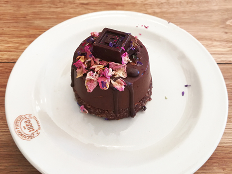 選んだのは霊芝が入ったその名もReishi Choc Cake