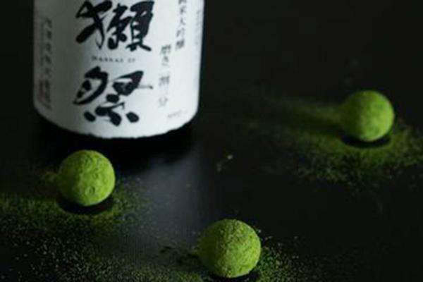 世界的パティシエ 辻口氏による、贈り物にピッタリな「獺祭×宇治抹茶」スイーツが登場