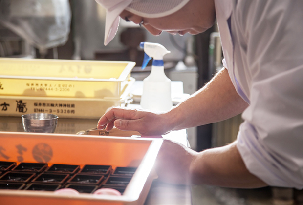50年以上、奈良・桜井を取り巻く歴史、自然、文化を守りながら、こだわりの製法で和菓子を作り続けている