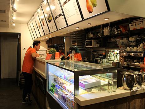 韓流スター張りのアジア系アメリカ人のイケメン店員が迎えてくれます!