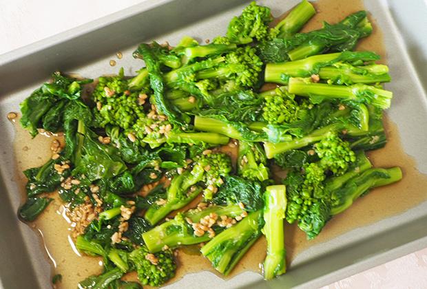 バットに混ぜ合わせたAを入れ、菜の花を広げ、冷蔵庫30分以上(出来れば一晩)漬ける。