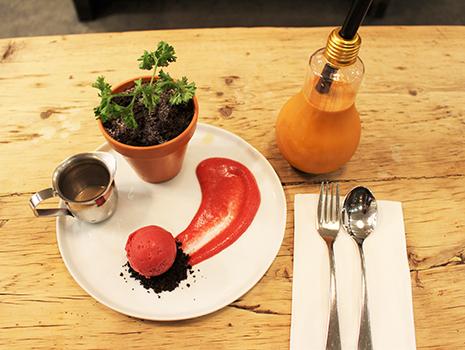 人気のデザート「ザ・ハーベスト」。こちらは、なんと植木鉢に入っています!