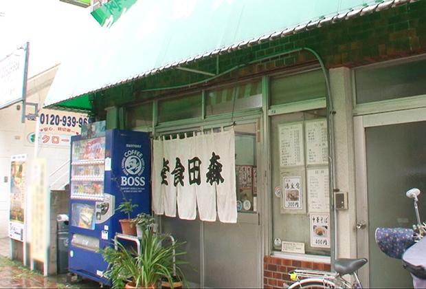 目指すのは「森田食堂」。呉駅のすぐ近くにあって、まさに駅前食堂