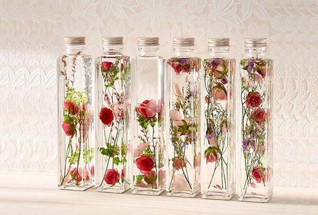 ボトルのなかで、花が揺らめく