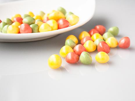 ひと粒に温州みかん1個分のビタミンCを配合した「食べる酢グミ」