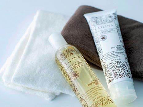 髪や地肌に負担をかけない無添加処方。髪と地肌にやさしいシャンプー&トリートメントです
