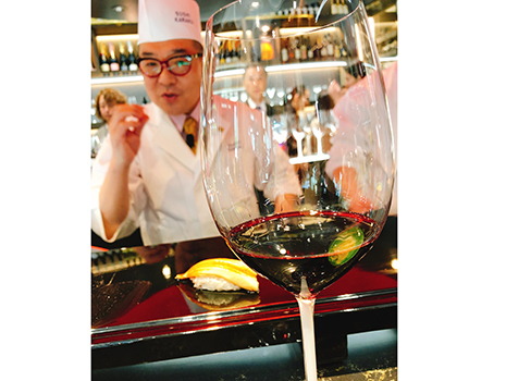 この日は何と、ワインと鮨のマリアージュのトップランナー「鮨からく」の戸川さんが実践