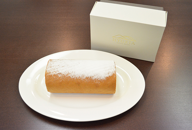 今回は、北海道日高の「ナチュラルリゾート・ハイジア」というオーベルジュが作り出した、『日高昆布のロールケーキ』なんです!