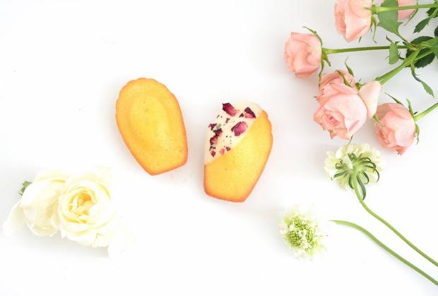 バラのマドレーヌ『ローズ』と紅茶の詰め合わせのセットが期間限定で発売中です