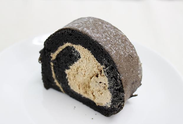 なめらかなコクと奥深いうまみを味わえるロールケーキ。 大人の女性にこそ食べてもらいたいスイーツです