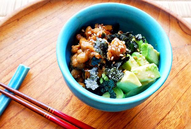 「納豆」を活用したレシピ『下仁田納豆とアボカドの海苔和え』