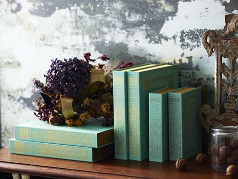 何層ものフィユタージュから作られるミルフィユの姿を本に見立て、可愛らしいパッケージデザインが出来上がりました