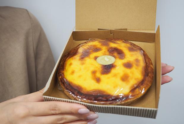 北見のケーキ屋さん「ティンカーベル」のベイクドチーズケーキです