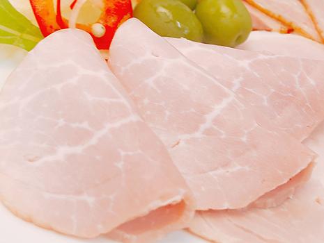 無添加ボンレスハムは、脂肪分が少ないモモ肉使用
