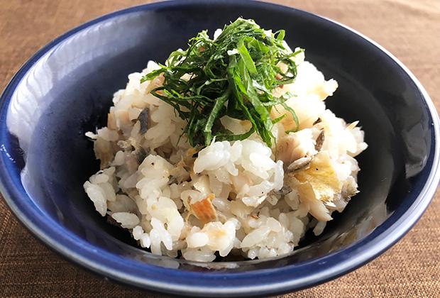 夏の食卓に出したい、鮎の炊き込みご飯の出来上がりです!
