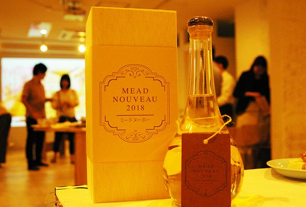 蜂蜜酒(ミード)とは、はちみつに酵母と水だけを加え、発酵させた醸造酒