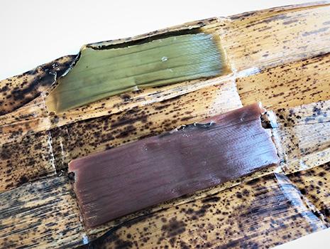 表面に竹の皮の模様が。ほんのり香りもします