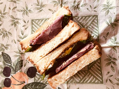 娘の塾用サンドイッチはカナールの本鴨のコンフィ