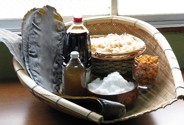ダシへのこだわりは強く、材料はすべて国産の天然素材を使います