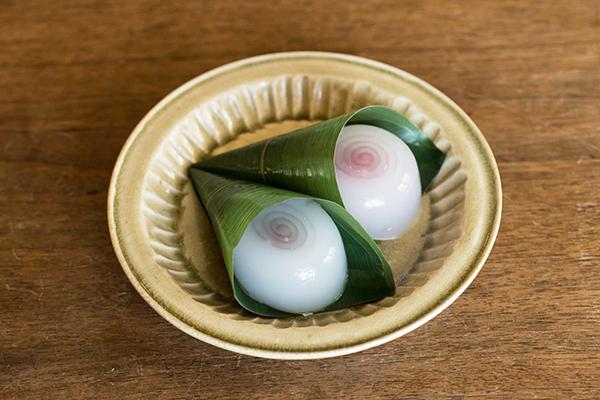 神楽坂 五十鈴の『水まんじゅう』と岸野寛さんの小皿