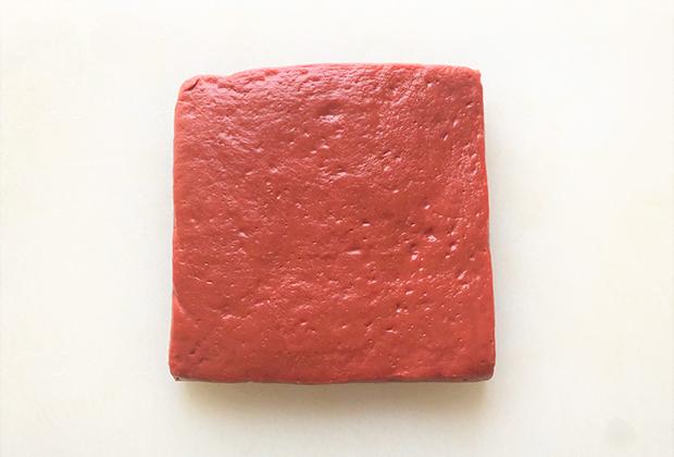 独特の色で、その赤色は初めて見るとびっくりします!