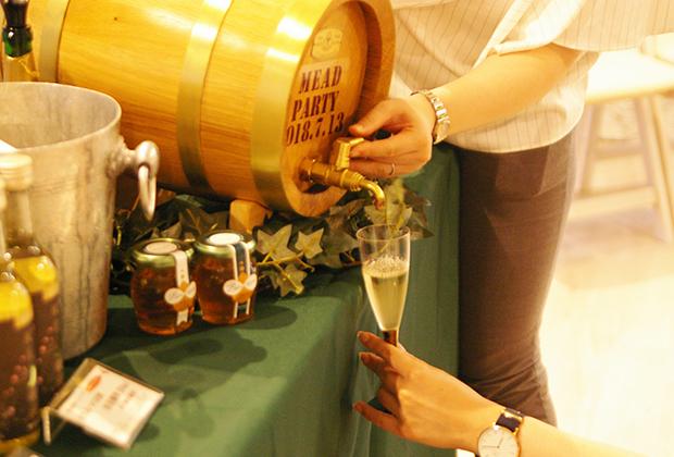 『ミードヌーボー2018』だけではなく、金市商店オリジナルの人気商品「蜜月」や、「桜花」を始めとした、国内外多様なミードを試飲