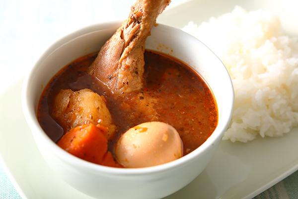"""""""おうちでカレー""""のおいしさを更新! スパイシーなスープと北海道産具材が盛り沢山の『らっきょのチキンスープカレー』"""