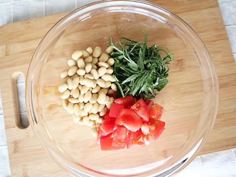 熱い日にピッタリ! 切って和えるだけの簡単レシピです。冷蔵庫で冷やして味をなじませるとより美味しくいただけますよ