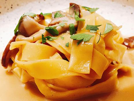 サマーポルティーニと発酵バターのタリアテッレ