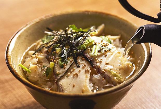 ご飯とお湯を用意するだけで、すぐに本格的な鯛茶漬けを簡単に味わうことができます